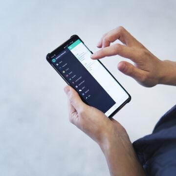 Smartphone der viser menuen i Ordrestyrings app'en
